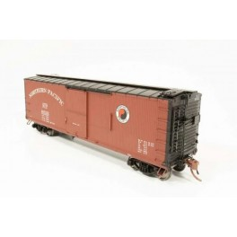 RAPIDO 130017 - NORTHERN PACIFIC DOUBLE SHEATHED BOXCAR - 1945 SMALL MONAD VERSION