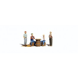 WOODLAND A2727 O SCALE PAINTED FIGURES - CHECKER PLAYERS