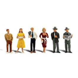 WOODLAND A2763 PAINTED FIGURES - PEDESTRIANS - O SCALE