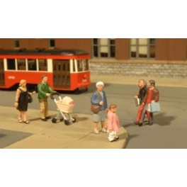 BACHMANN 33159 - PAINTED FIGURES - STROLLING PEOPLE - O SCALE